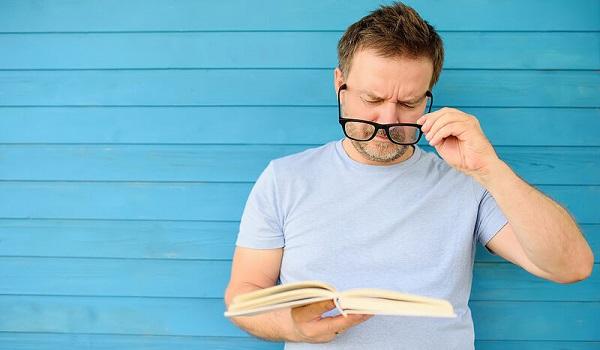 Δυσκολίες όρασης  και ακοής: Πόσο αυξάνουν τον κίνδυνο άνοιας