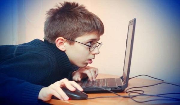 Εθισμός των εφήβων στο διαδίκτυο: Ποια είναι τα σημάδια, πώς αντιμετωπίζεται