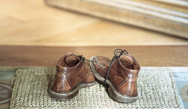 Λερώθηκαν τα δερμάτινα παπούτσια σου; Δες πώς θα τα καθαρίσεις!