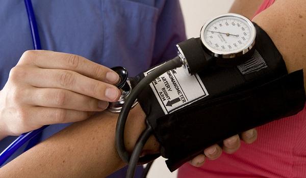 Πίεση αίματος: Τι άλλο την αυξάνει εκτός από το αλάτι