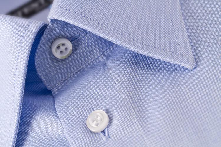 Σε τι χρησιμεύει η κενή κουμπότρυπα στον γιακά του σακακιού