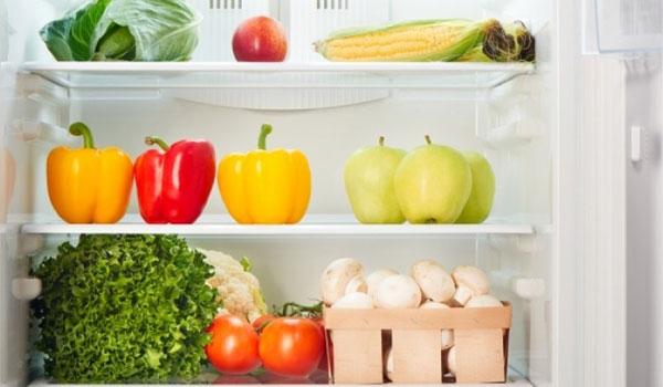 Πώς να διώξετε εύκολα τις δυσάρεστες οσμές από το ψυγείο