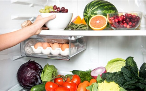 Μην βάζετε ποτέ αυτές τις τροφές στο επάνω ράφι του ψυγείου: Σοβαρός κίνδυνος λοιμώξεων