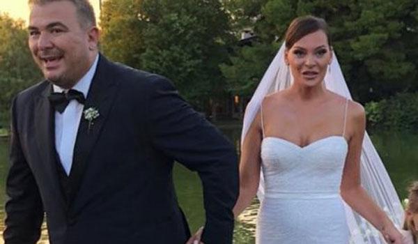 Yβόννη Μπόσνιακ: Τα δάκρυα συγκίνησης στο γάμο της με την αγαπημένη της φίλη