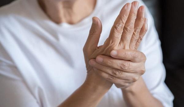 Ρευματοειδής αρθρίτιδα: Πόσο καιρό πριν τη διάγνωση αρχίζουν τα συμπτώματα και τι περιλαμβάνουν