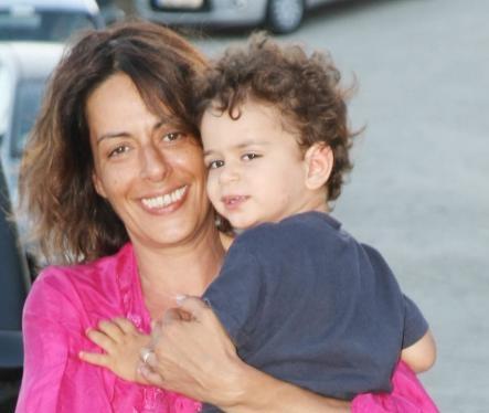 Μαμά από την πίσω πόρτα: Το άρθρο που αφιέρωσε η Ρίκα Βαγιάννη στις μαμάδες της εξωσωματικής