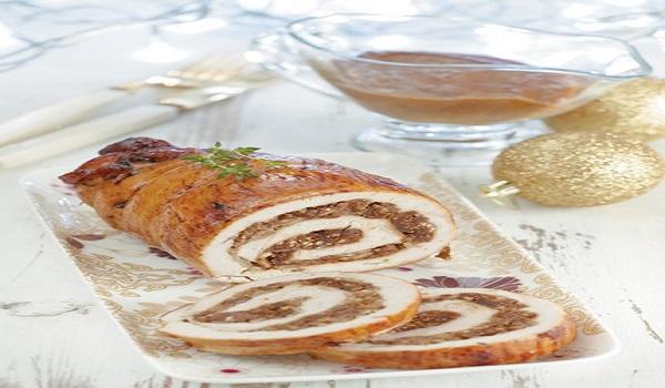 Ρολά από στήθος γαλοπούλας γεμιστά με χοιρινό κιμά και σάλτσα σύκου