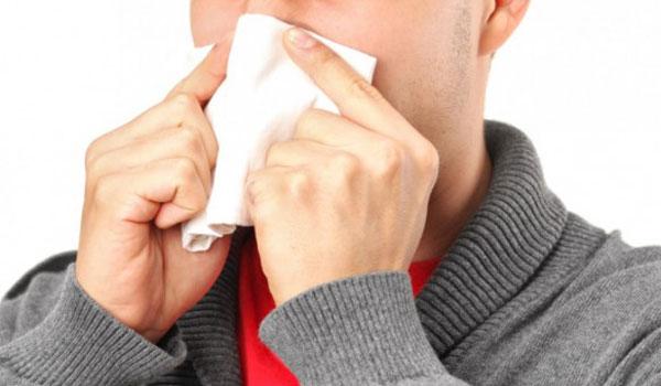 Έχετε συνάχι; Πονόλαιμο; Κρυάδες; Μήπως θα μπορούσε να είναι COVID-19;