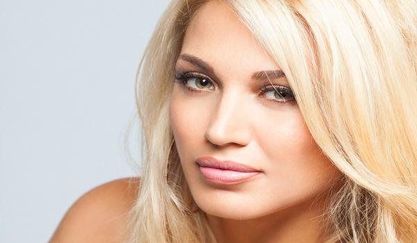 Τα καυτά φιλιά της Κωνσταντίνας Σπυροπούλου με γνωστό επιχειρηματία!