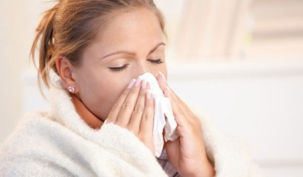 Μπούκωμα στην μύτη: Έτσι θα κοιμηθείτε πιο άνετα