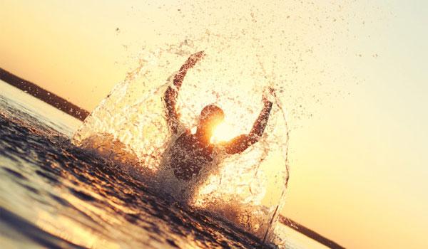 Ασκήσεις στην θάλασσα: Ποιες να κάνετε - Tα σημαντικά οφέλη υγείας