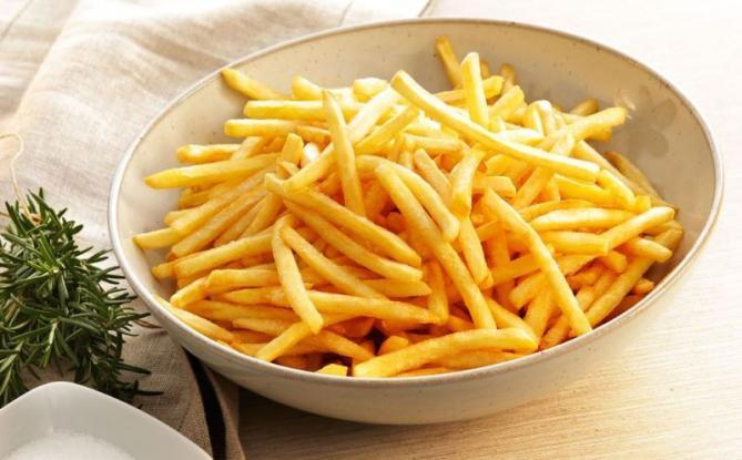Ένα έξυπνο κόλπο για να ζεσταίνεις ξανά τις τηγανιτές πατάτες