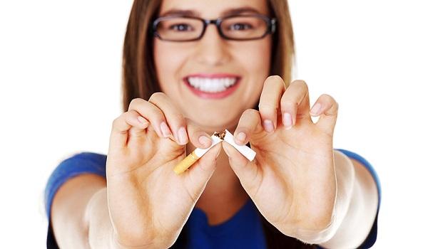 Οι γυναίκες ή οι άνδρες «κόβουν» το τσιγάρο πιο εύκολα;