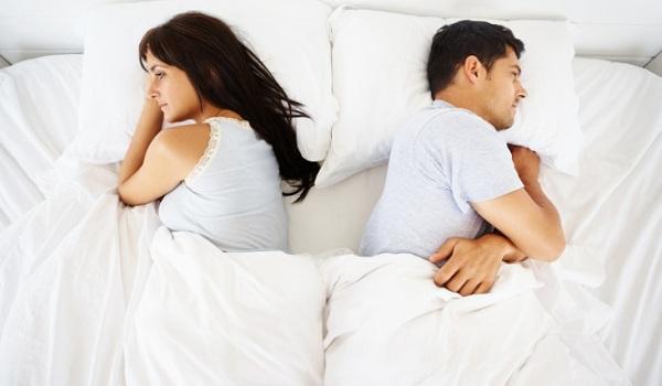 Κοιμάστε μαζί ή χώρια; Νέα έρευνα για τον ύπνο των ζευγαριών