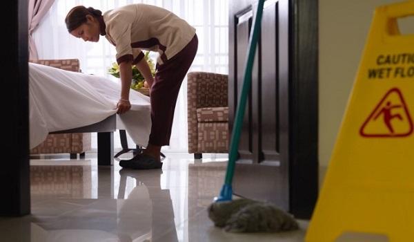 Οι κρυφοί κίνδυνοι υγείας σε ξενοδοχεία και ενοικιαζόμενα δωμάτια