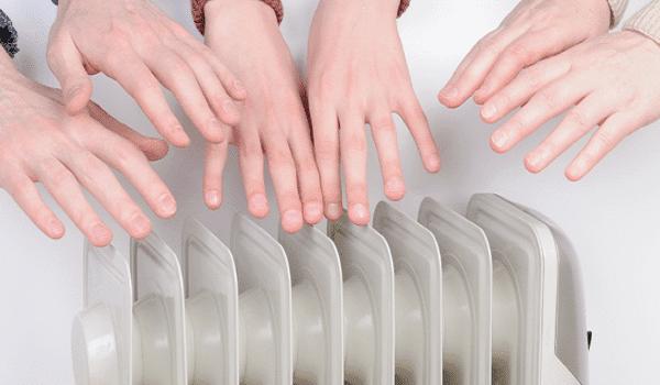 Έχετε κρύα χέρια και πόδια; Πώς θα ζεσταθείτε;