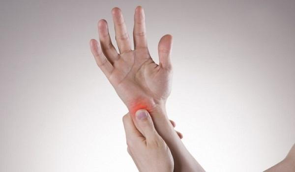 Μούδιασμα χεριών: Τι προμηνύει για την υγεία