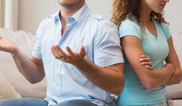 Πώς τα πεθερικά προκαλούν προβλήματα στη σχέση