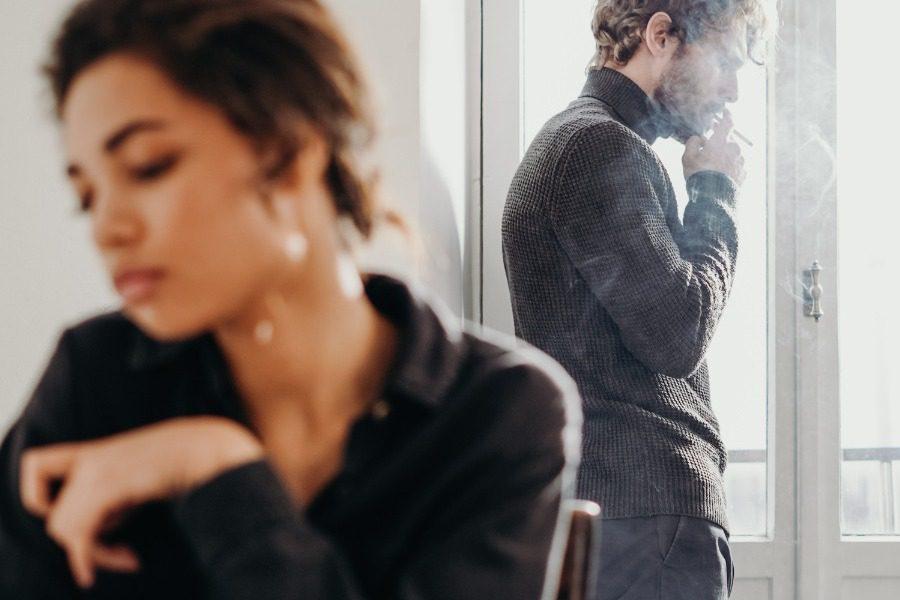 Πώς το ακατάστατο σπίτι σκοτώνει αργά και βασανιστικά την ερωτική σας ζωή