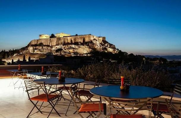 Αγαπημένα μπαρ ξενοδοχείων στην Αθήνα και είναι πάντα καλοκαίρι!