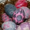Πώς να βάψεις τα πασχαλινά αυγά με μια... Γραβάτα και χωρίς βαφή!