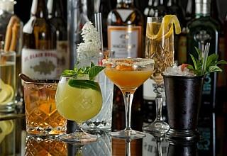 Σε ισχύ από σήμερα τα νέα μέτρα - Σε ποιες περιοχές μπαρ, κλαμπ και εστιατόρια θα κλείνουν τα μεσάνυχτα