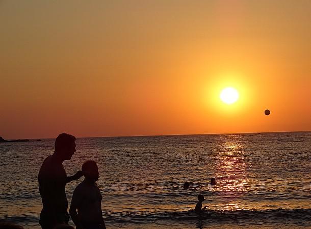 Οκτώ αθάνατα ελληνικά τραγούδια που ακούγονται κάθε καλοκαίρι