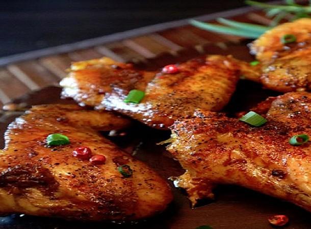 Φτερούγες κοτόπουλο με σως σκόρδου και μέλι