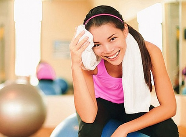 Λάστιχο γυμναστικής: Τέσσερις ασκήσεις που θα μεταμορφώσουν το σώμα σου