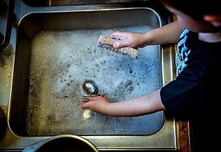 Ποιες τροφές πρέπει να πλένετε πάντα και ποιες απαγορεύεται