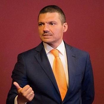 Πέθανε ο γνωστός επικοινωνιολόγος Βασίλης Τοκάκης σε ηλικία 44 ετών