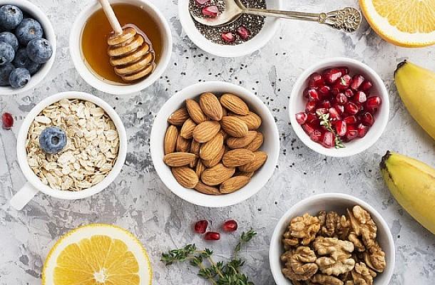 Καρκίνος παχέος εντέρου: Τι να τρώτε και τι να αποφεύγετε για να μειώσετε τον κίνδυνο
