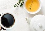 Τι θα συμβεί στο σώμα μας αν πίνουμε μόνο καφέ και τσάι;