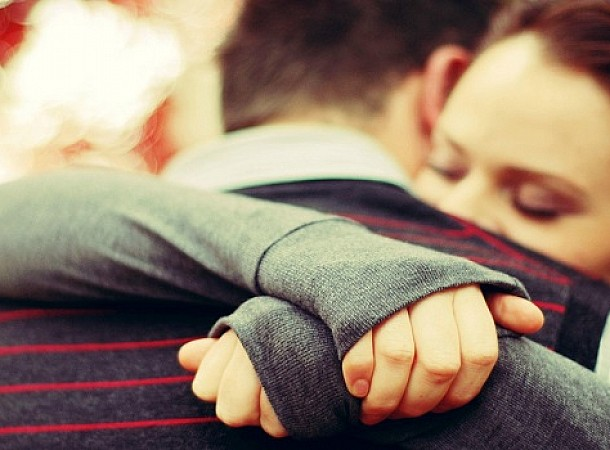 Διάλεξε ανθρώπους με ζεστή αγκαλιά, απαλό χάδι και μπόλικη κατανόηση