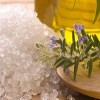 DIY: Scrub με αλάτι και ελαιόλαδο για το πρόσωπο!