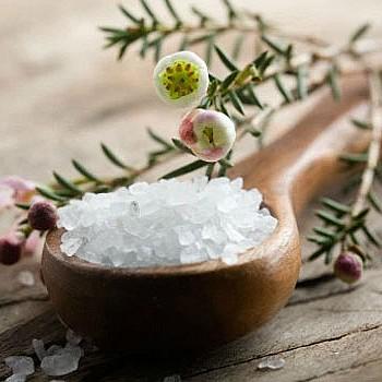 Τα 10 tips για να χρησιμοποιήσετε το αλάτι στο καθάρισμα του σπιτιού σας