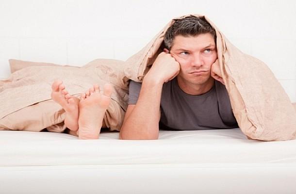 Οι 5 βασικοί παράγοντες που μειώνουν την αντοχή των αντρών στο κρεβάτι