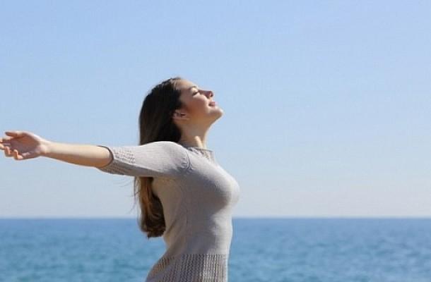 Η πιο απλή καθημερινή συνήθεια για να νικήσετε το εργασιακό στρες