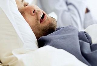 Υπνική άπνοια: Πώς θα καταλάβετε ότι σας κόβεται η ανάσα ενώ κοιμάστε