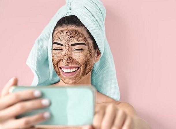 Απολέπιση με καφέ: Τα οφέλη και πώς θα φτιάξετε σπιτική μάσκα