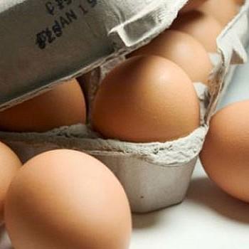 Τι δεν πρέπει να βάζετε ποτέ στα αυγά αν θέλετε να τα τρώτε υγιεινά