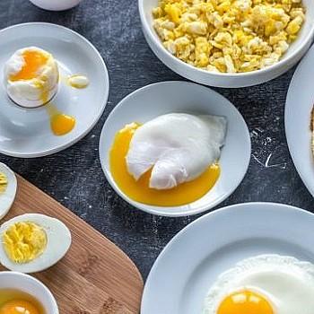 Η βασική κίνηση που πρέπει να κάνουμε όταν βράζουμε αυγά
