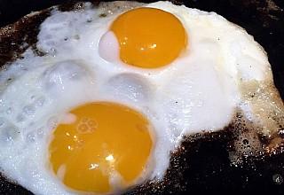 Αυγά: Μην κάνετε λάθος στο μαγείρεμα – Ο υγιεινός τρόπος να τα τρώτε