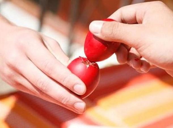 Μυστικά για να μη σπάσει το κόκκινο αυγό στο αναστάσιμο τσούγκρισμα