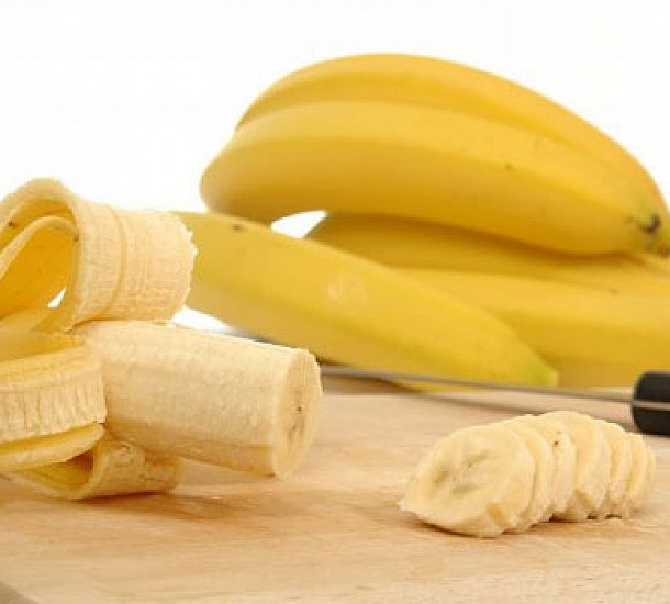 Το κόλπο για να μην μαυρίζουν οι μπανάνες - Βίντεο