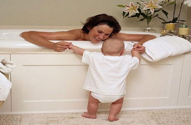 Επιτρέπεται να βλέπει το παιδί γυμνό τον γονιό;