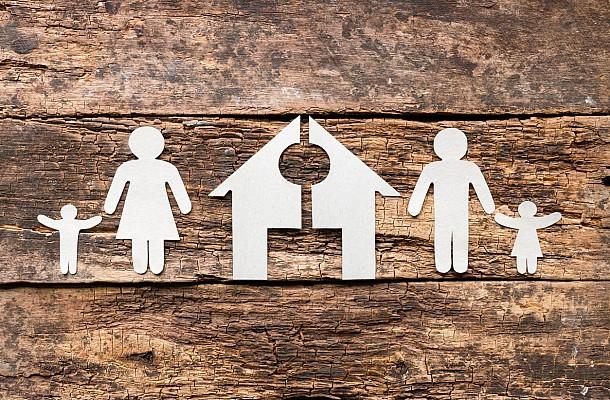 Υποχρεωτική συνεπιμέλεια: Επιστροφή στην πατριαρχία ή ίση μεταχείριση;