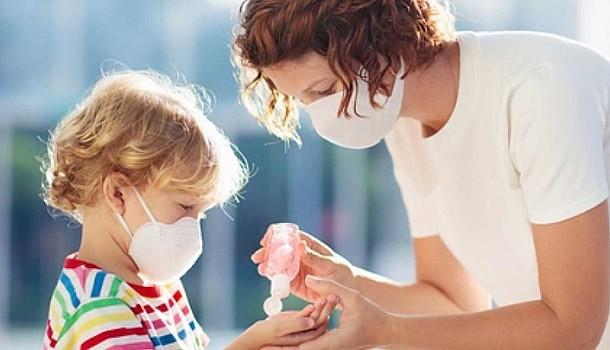 Κορονοιός: Μεταδίδεται ή όχι από τα παιδιά και ποια είναι τα πιο συχνά συμπτώματα
