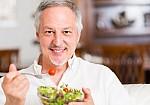 Η βιταμίνη που χρειάζονται οι 50αρηδες για δυνατούς μύες