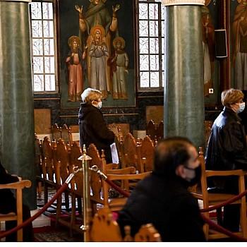 Τα μέτρα για το Πάσχα: Πώς θα λειτουργήσουν οι εκκλησίες - Τι ισχύει με μετακινήσεις